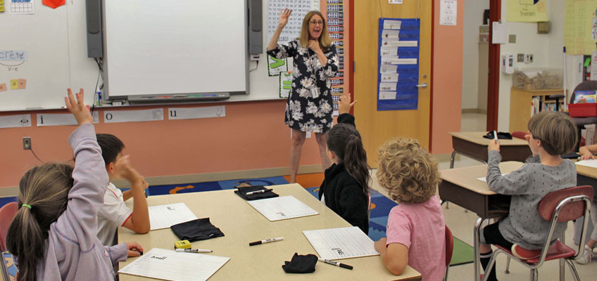 Fundations Classroom Teacher and Students Tapping